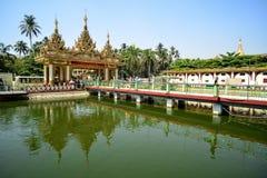De Tempel van Mahamuniboedha in Yangon, Myanmar Stock Foto