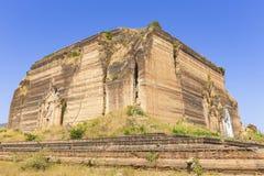 De Tempel van Mingunpahtodawgyi in Mandalay Stock Fotografie