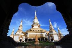 De tempel van Phramaha chedi chaimongkol in Roi et Stock Fotografie