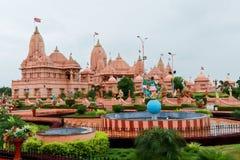 De tempel van Poichaswaminarayan dham - India Stock Afbeeldingen