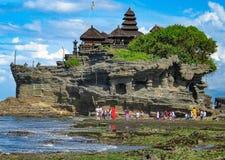 De tempel van de Tanahpartij in Bali Indinesia royalty-vrije stock afbeeldingen