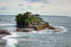 De Tempel van de Tanahpartij op Overzees in het Eiland Indonesië van Bali Stock Foto's