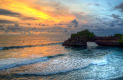 De Tempel van de Tanahpartij op Overzees in het Eiland Indonesië van Bali Stock Afbeelding