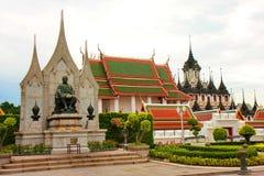 De tempel van Wat Ratchanatda.The in Bangkok Stock Afbeeldingen