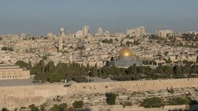 De tempel zet brede mening van MT-olijven in Jeruzalem op stock videobeelden