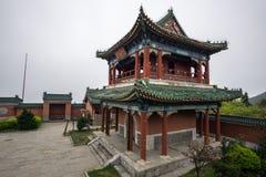 De tempelarchitectuur van de Tianmenberg stock foto's