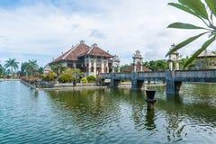 De tempelpaleis van het Karangasemwater in Bali Stock Afbeeldingen
