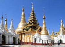 De tempels bij Shwedagon-Pagode Royalty-vrije Stock Foto