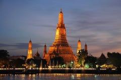 De tempelschemer Bangkok Thailand van Wat arun. Stock Afbeelding