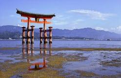 De tempeltorussen van Miyajima Stock Foto