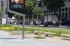 De temperaturen in Rio de Janeiro blijven boven 40 graden Royalty-vrije Stock Afbeelding