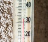 De temperatuur op thermometer 30 Royalty-vrije Stock Afbeelding