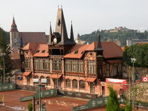 De tennisbaan van Olimpia in Brasov (Kronstadt), in Transilvania Stock Afbeeldingen