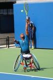De tennisspeler Lucas Sithole van Zuid-Afrika tijdens de vierling van de US Open 2014 rolstoel kiest gelijke uit Royalty-vrije Stock Foto's