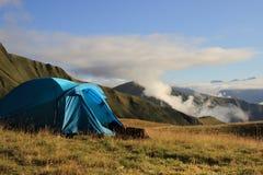 De tent in de bergen van Khevsureti (Georgië) royalty-vrije stock afbeeldingen
