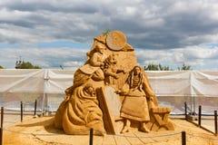 "De tentoonstelling van zandbeeldhouwwerken ""Avonden op Landbouwbedrijf dichtbij Dikanka ""Nikolai Gogol Auteur Sergey Knish, Rusla stock fotografie"