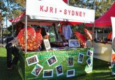De tentoonstellingscabine van KJRI Sydney, is Consulaat-generaal van de Republiek Indonesië voor Nieuw Zuid-Wales bij het festiva royalty-vrije stock fotografie