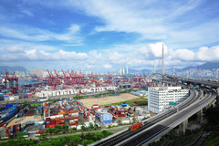 De terminal en de brug van de container Stock Foto's