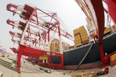 De terminal van de de havencontainer van China Qingdao stock afbeeldingen