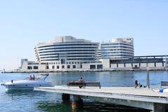 De Terminal van de pijler met boot Stock Fotografie