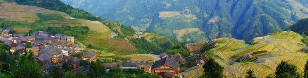 De terrassen van de rijst en oud Chinees dorp Stock Foto's