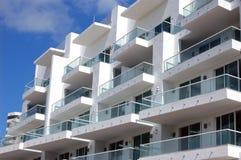 De Terrassen van het flatgebouw met koopflats Royalty-vrije Stock Foto