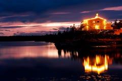 De terugtocht van de oever van het meer Royalty-vrije Stock Foto's