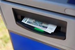 De terugtrekking van het contante geld stock foto