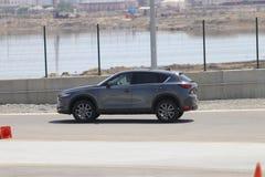 De test-aandrijving van tweede generatie restyled Mazda CX-5 oversteekplaats SUV Stock Afbeeldingen