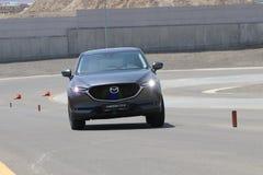 De test-aandrijving van tweede generatie restyled Mazda CX-5 oversteekplaats SUV Stock Fotografie