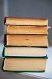 De textuur is een stapel oude boeken Stock Foto's
