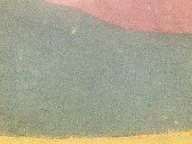 De textuur is rode groen en geel van zachte beschermende rubber, rubberdiekruimel voor veiligheid voor speelplaatsen, training wo stock fotografie