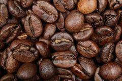 De textuur van achtergrond koffiebonen close-up Stock Afbeeldingen
