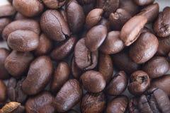 De textuur van achtergrond koffiebonen close-up Royalty-vrije Stock Afbeeldingen