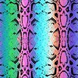 De textuur van de slanghuid met gekleurde ruit Geometrische Achtergrond De naadloze groene purpere blauwe gele achtergrond van de Stock Foto
