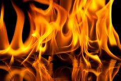 De textuur van de vlam op zwarte achtergrond stock foto