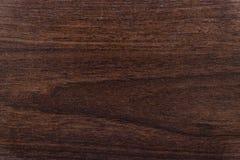 De textuur van een houten plaat is noot-gekleurd Donkere achtergrond voor ontwerpgebruik Royalty-vrije Stock Afbeelding