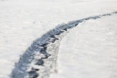 De textuur van het ijs Lange barst baikal Uren en landschap royalty-vrije stock foto's
