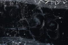 De textuur van het ijs Lange barst baikal Uren en landschap stock foto's