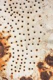 De textuur van het metaalblad met gaten en roest Royalty-vrije Stock Foto