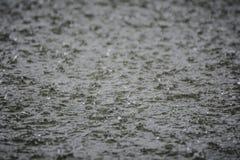 De textuur van het regenwater Stock Afbeeldingen