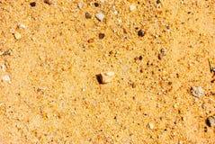 De textuur van het zand Bruin zand Achtergrond van zand Gele kleurenversie Stock Foto's