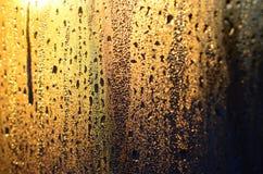 De textuur van misted glas met heel wat dalingen en de druppels van bedriegen stock afbeeldingen