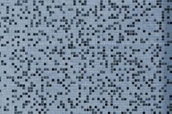 De textuur van de muur, met een mozaïek van diverse kleine vierkante tegels wordt verfraaid die Abstract patroon van keramische t Royalty-vrije Stock Afbeeldingen