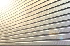 De textuur van de muur wordt gemaakt van metaaldeklaag van reusachtige aluminu royalty-vrije stock foto's