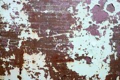 De textuur van roestig twee kleuren roodachtig en groen oud sjofel geoxydeerd metaal, ijzer met bulbted schil en groene verf en p stock afbeelding