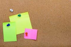 De textuur van de speldraad voor achtergrond, corolful spelden en kleverige nota's stock afbeelding