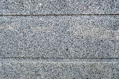 De textuur van de steenmuur is stevige vlot van granietcrumbs van twee kleurt zwarte en van n horizontale strepen, lijnen De acht royalty-vrije stock foto's