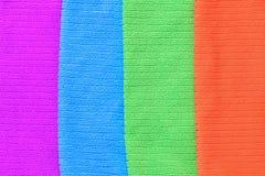 De textuur van vier gekleurde purpere handdoeken, blauw, groen, sinaasappel stock foto's