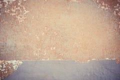 De textuurachtergrond van de Grunge bruine concrete muur Stock Foto's
